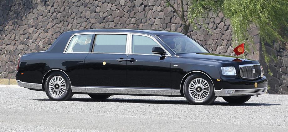 Длина императорского седана Century Royal составляет 6155 мм (при базе 3510), а ширина — 2050. Весит Royal 2920 кг. Автомобиль оснащён различными средствами безопасности, а также внутренними порогами из гранита, обивкой потолка из рисовой бумаги, а кресел — из шерсти.