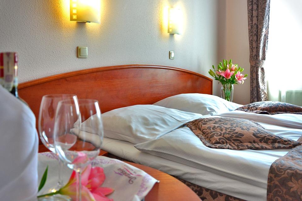 3 причины провести медовый месяц в Грузии.Отель.Спальняjpg