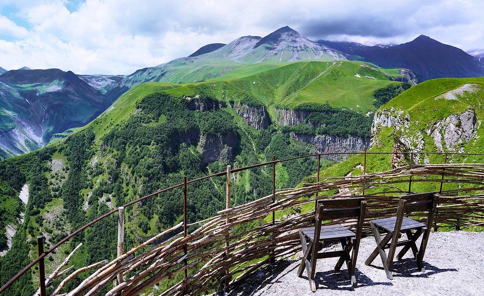3 причины провести медовый месяц в Грузии. Природа. Вид на горы