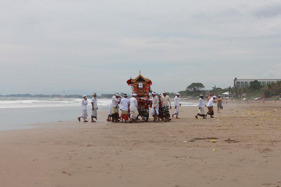 7 интересных фактов о балийцах. погребение