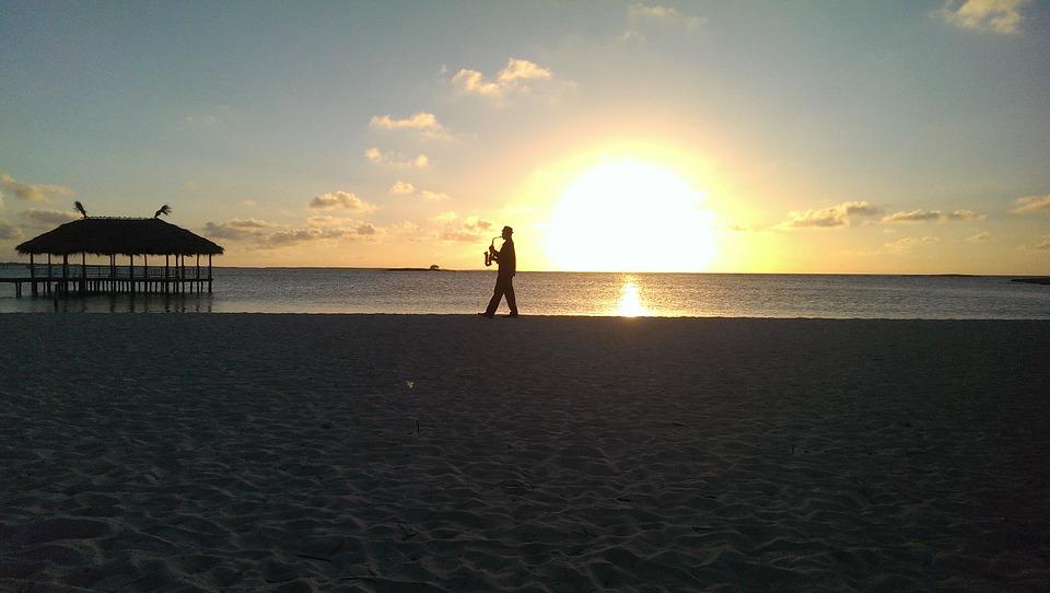7 сказочных мест на Кубе. Саксофонист