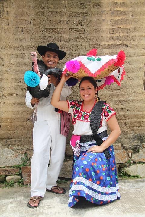 7 ярких примеров самобытной культуры Мексики. Одежда.Параjpg