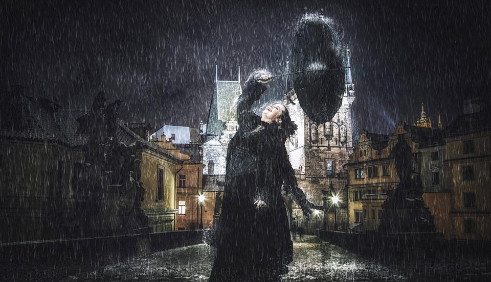 Прага.Женщина