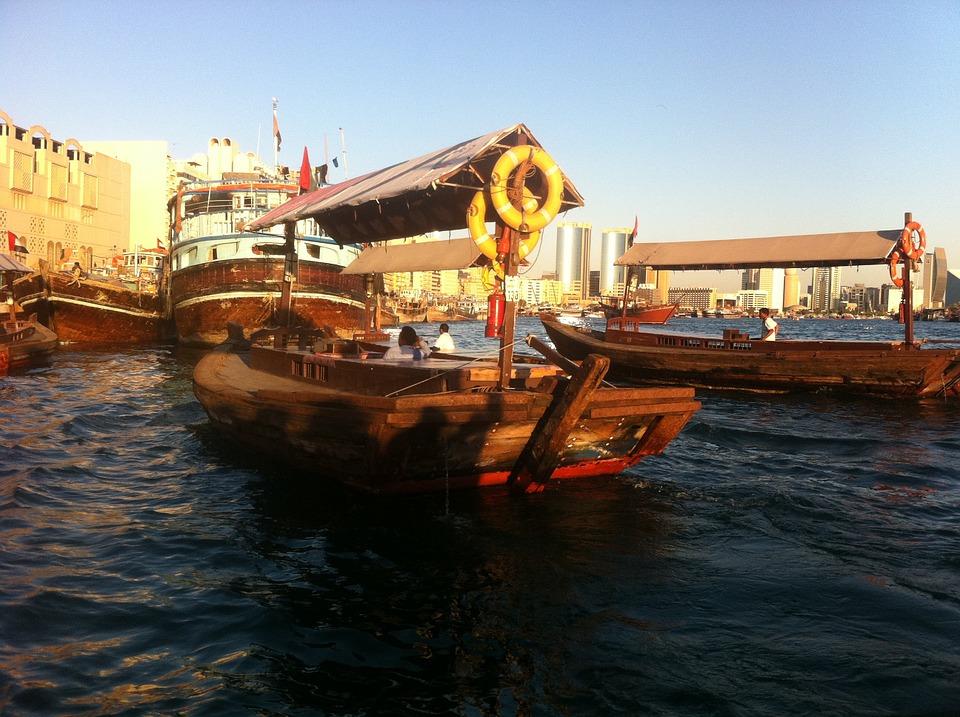 Дубай. Лодка
