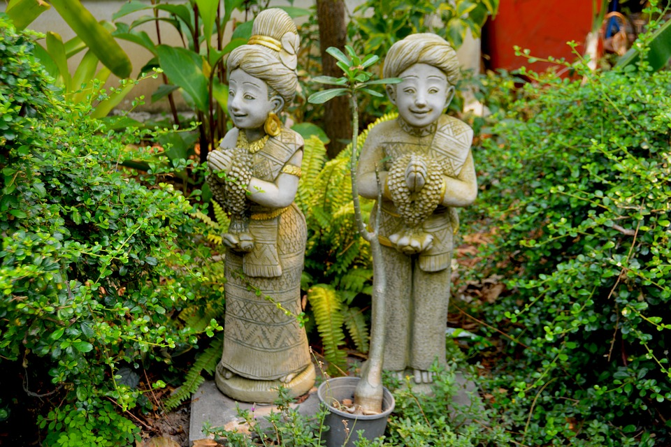 Таиланд. Статуи в саду